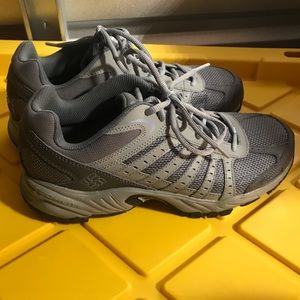Columbia 10.5 Hiking Trail Shoes Grey like new